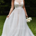 The way you choose to accessorize your wedding dress is important when setting the tone for your wedding