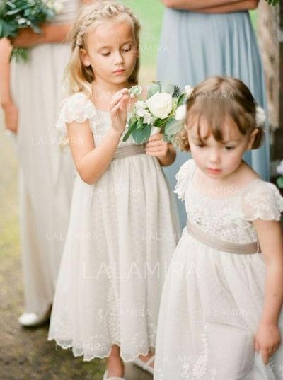 How to choose flower girl dresses?  You must know these 7 tips! [From LaLamira]